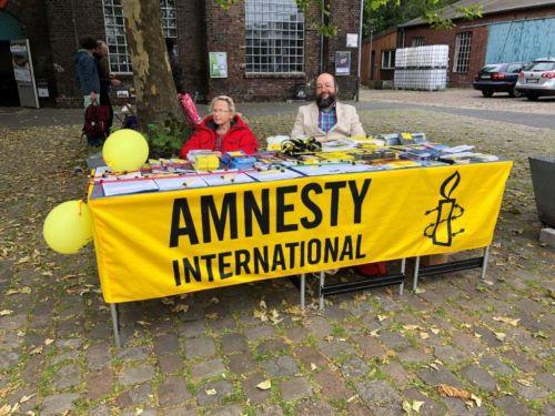 Amnesty Info-Stand auf dem Buchgestöber